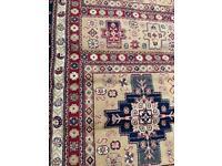 Silk like rug 294 x 198cm Good condition