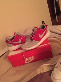 Nike roches running size 7