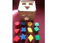 Melissa & Doug classic 12 Shape wooden Sorting colourful Cube box set