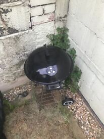 Kettle charcoal BBQ. Good condition. Includes bag to cover and protect