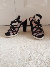 New Look Black strappy chunky heel sandal size 4 NEW!