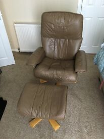 Stressless reclining leather chair + footstool
