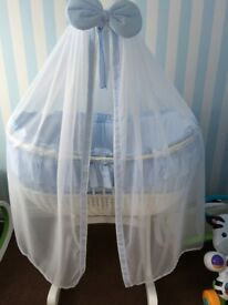 MJ MARK OPHELIA DUE ROCKING BABY BLUE & WHITE MOSES BASKET/CRIB. EXCELLENT CONDITION