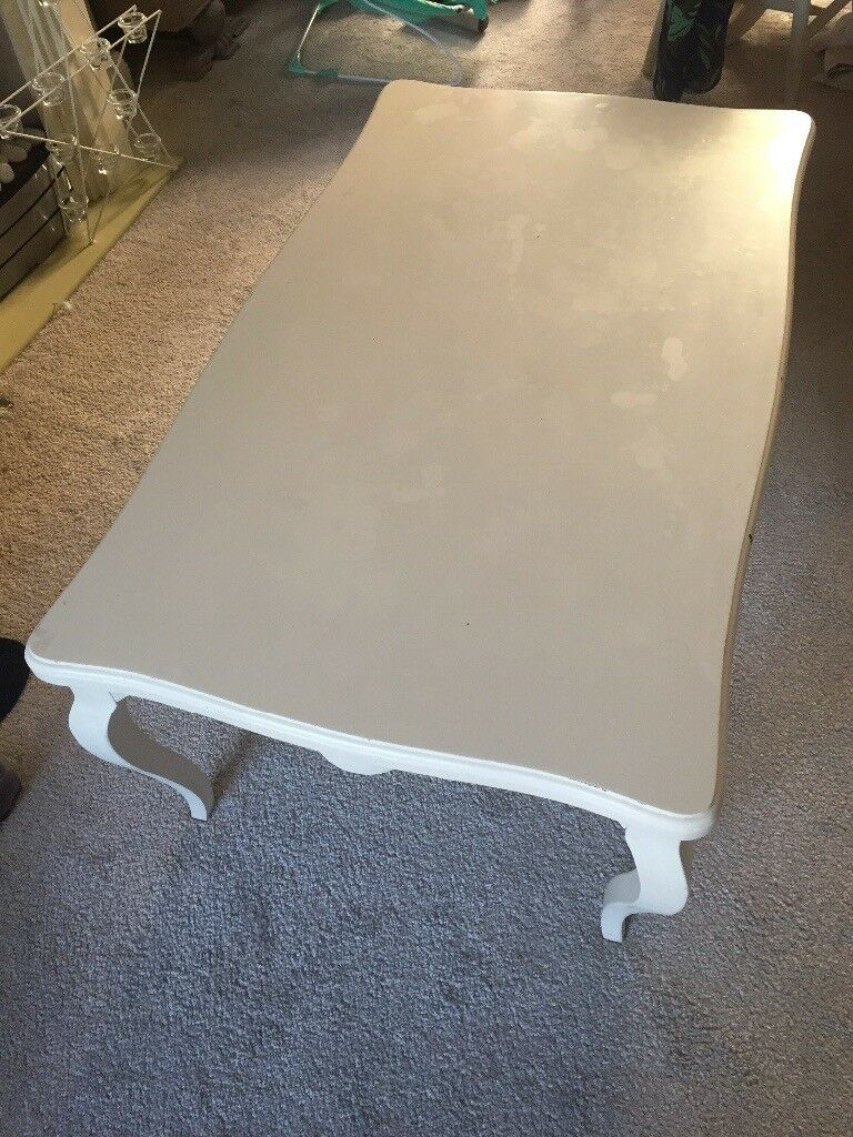 Gorgeous coffee table Queen Anne style shabby chic