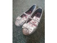 Girls glitter pumps size 1 vgc used once £2