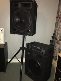 Set of 1000watt speakers with amp and 2 speaker stands