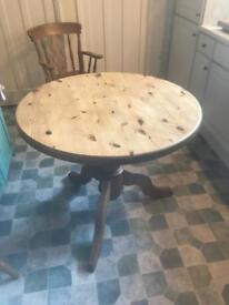 Solid pine 3 foot round pedestal table