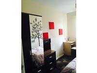 Single bedroom for professional short let or long let professionals in 3-bed house, bills
