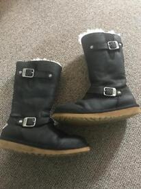 Kensington ugg boots size 2
