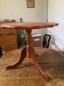 Nice little occasional table in perfect order