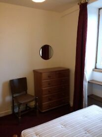 Sunny, furnished,3 Bed top Floor Flat, recently re decorated. DG GSH £700pcm
