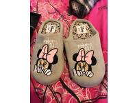 Ladies Disney Minnie Mouse slippers hardly worn size 5-6