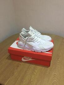 Nike Huarache - Men's size 9