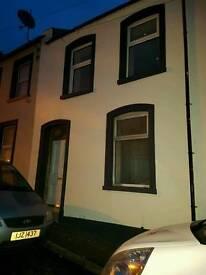 2 x 1 bedroom flat to rent Violet street waterside area