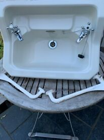 Trent Ware old sink 1952, two working taps, two wall brackets