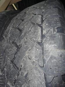 2 pneus d'hiver 215/65/15 Snowtrakker Radial ST/2, 50% d'usure, mesures 6-6/32.