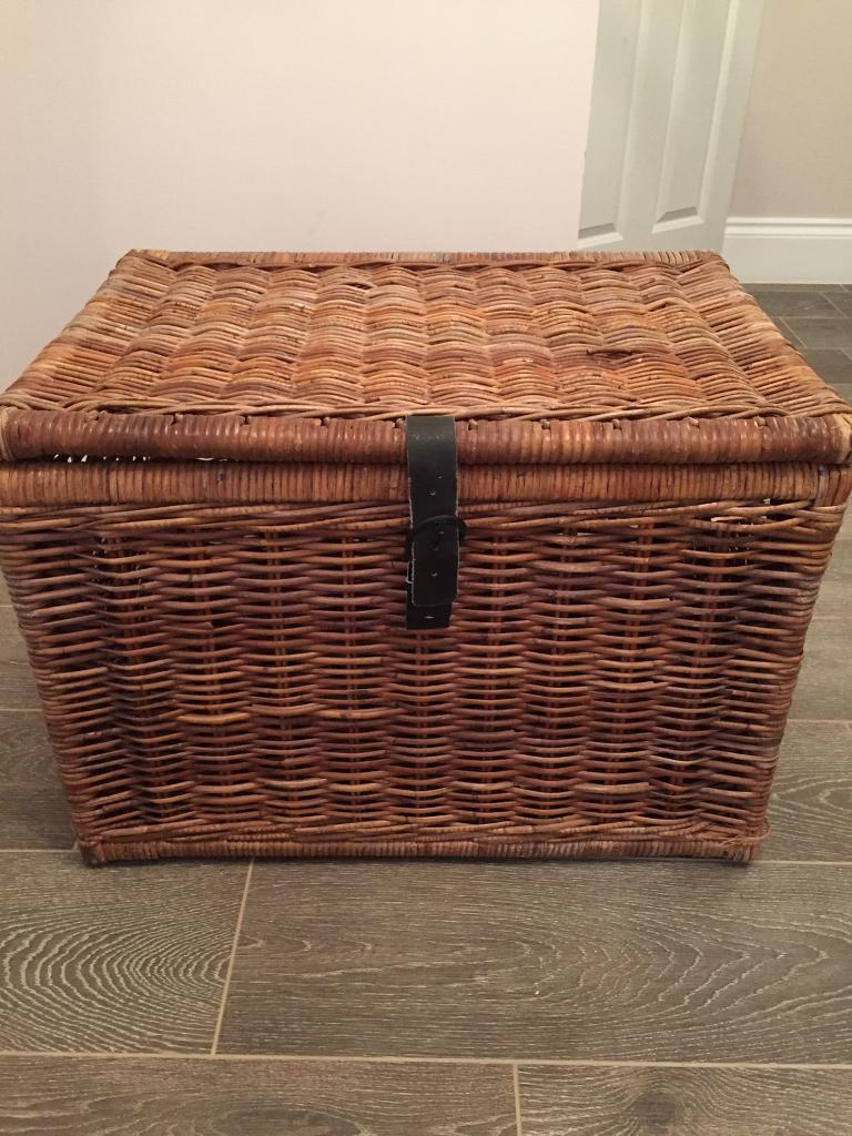 Large wicker unit and a large picnic box