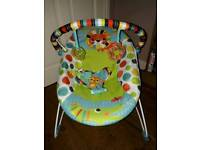 Baby bouncer chair vibrate function