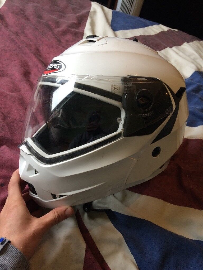 Camberg crash helmet