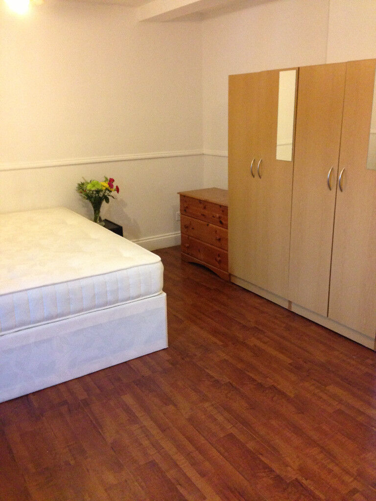 MILE END, ZONE 2, BIG DOUBLE ROOM FOR A COUPLE