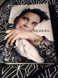 "Robbie Williams ""Reveal"" Autobiography"