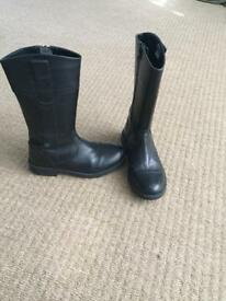 Hardly worn Girls winter boots size 2