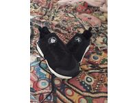black and white nike air huarache used but excellent condition