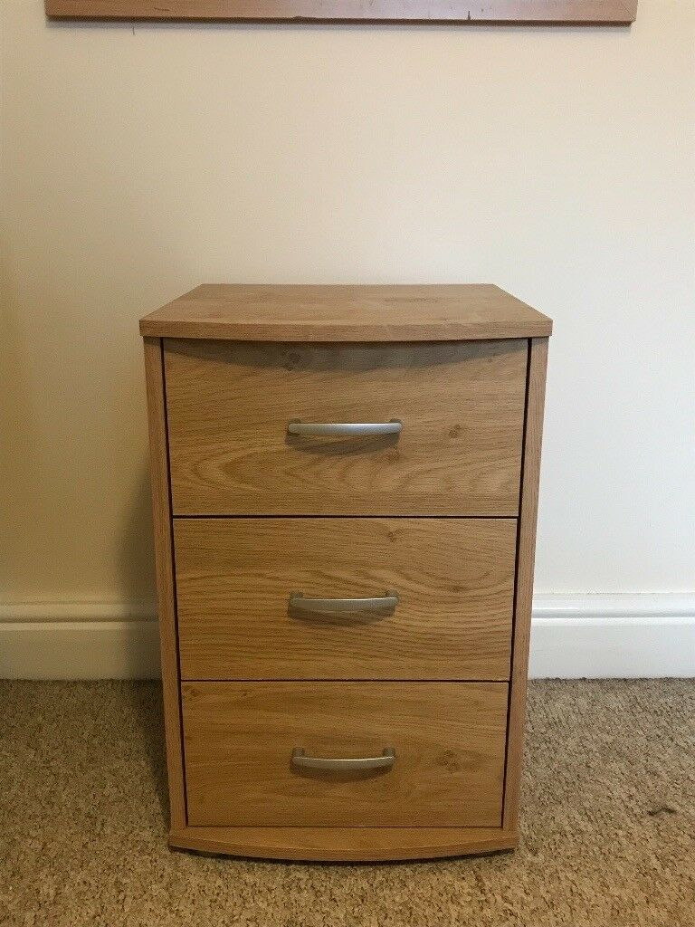 Mirrored Bedside Table With Drawers: Match Set Of Drawers And Bedside Table With Mirror