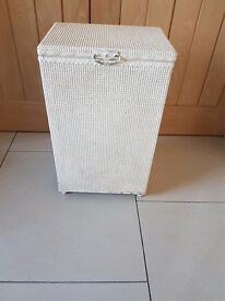 Laundry box Lloyd Loom style