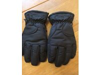 Girls black Ski gloves (small)