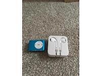 1gb iPod shuffle and ear phones - brand new