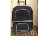 Lockable Suitcase with handle and 3 wheels in very good condition only £10