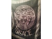 Versace Blanket for Double Bed Color: Black / Silver