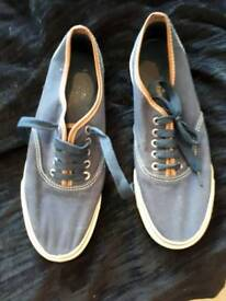 SIZE 9 PAIR MEN'S/BOYS NAVY LACE UP PUMPS IN GOOD CONDITION