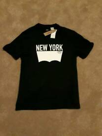 Brand new with tags Levi New York 5th avenue t shirt M