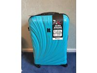 IT ULTRA STRONG LARGE/MEDIUM SUITCASE,EXPANDABLE, BRAND NEW