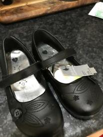NEW Matalan school Shoes Size 10 (young girl)