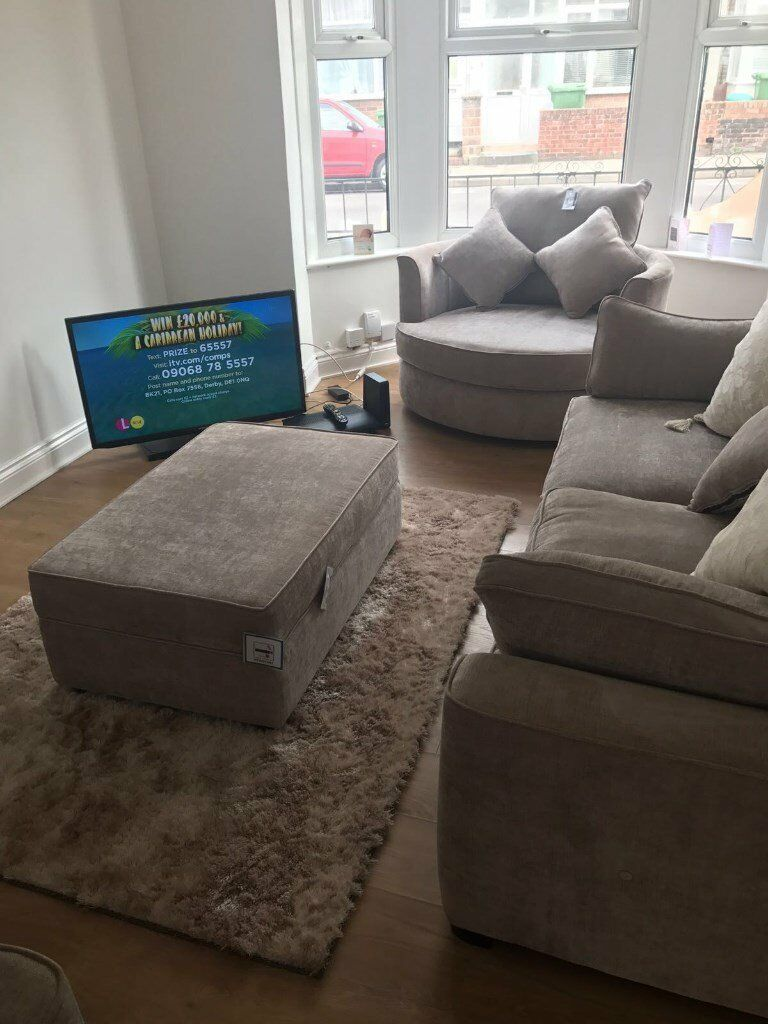 Magnificent Great Condition 4 Piece Sofa And Swivel Chair Set In Beige Latte 1200 Rrp In Portsmouth Hampshire Gumtree Spiritservingveterans Wood Chair Design Ideas Spiritservingveteransorg