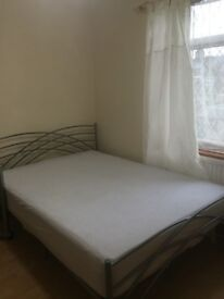 ---- A Double Bed room is available for a Professional Person near East Ham Central Park ----