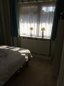 I bed bungalow in marden new decorated and new carpet all through near train station and doctors
