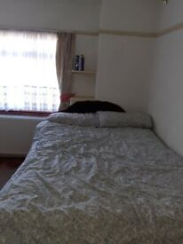 Lovely and gòod size double room available in Brookfield Crescent HA3