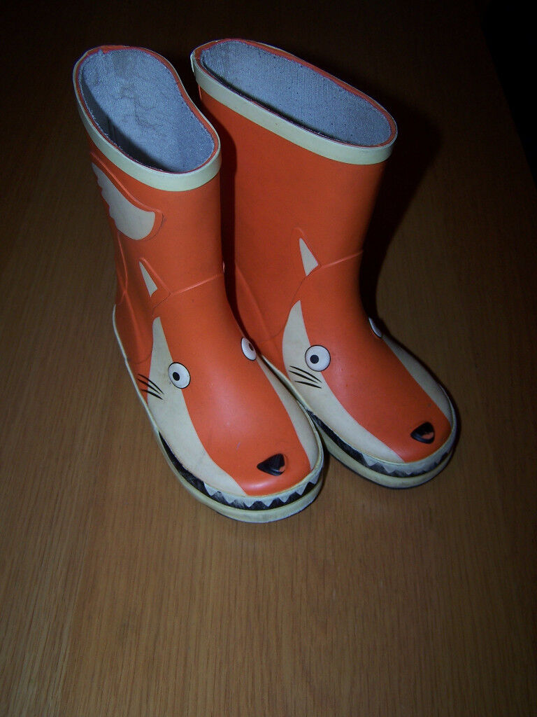wellies size 8,