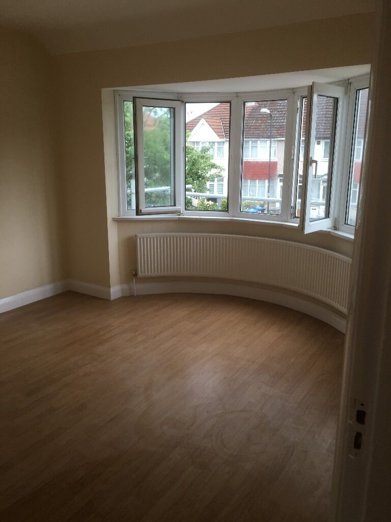 Very large double room to let in wembley (£700per month) all bill included