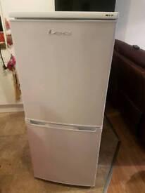 LEC T5039W Fridge freezer 50/50