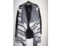 WOMENS M&S NEW AND TAGGED COATIGAN/CARDIGAN MARKED XL APPROX SIZE 22/24,