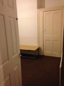 A large double room to let in EASTHAM- Bills included