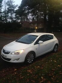 White 2011/61 Vauxhall Astra Elite 2.0 CDTI 165 Bhp' Full leather interior ' Heated seats