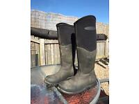 Muck co yard/riding boots size 4