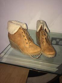Brown wedges with fur size 3