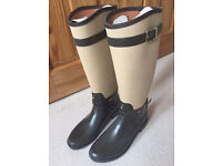 Absolutely fabulous Hunter boots size 6 limited edition and no longer available - new and unused